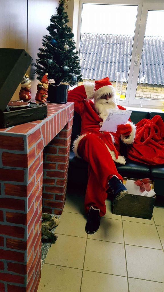 kaledu senelis, kalėdų senis, į namus, namo, kalėdos, vaikai, senis šaltis